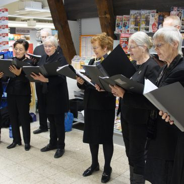 Herre- og Kammerkoret synger i Meny