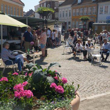 Lørdagsunderholdning og Food Market